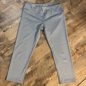 90 Degree by Reflex silver/gray capri leggings